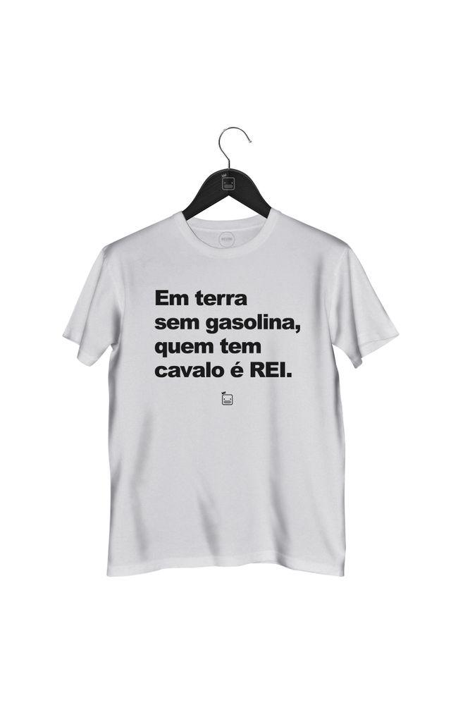 Camiseta-Em-Terra-Sem-Gasolina-Quem-Tem-Cavalo-E-Rei---masculina-branca