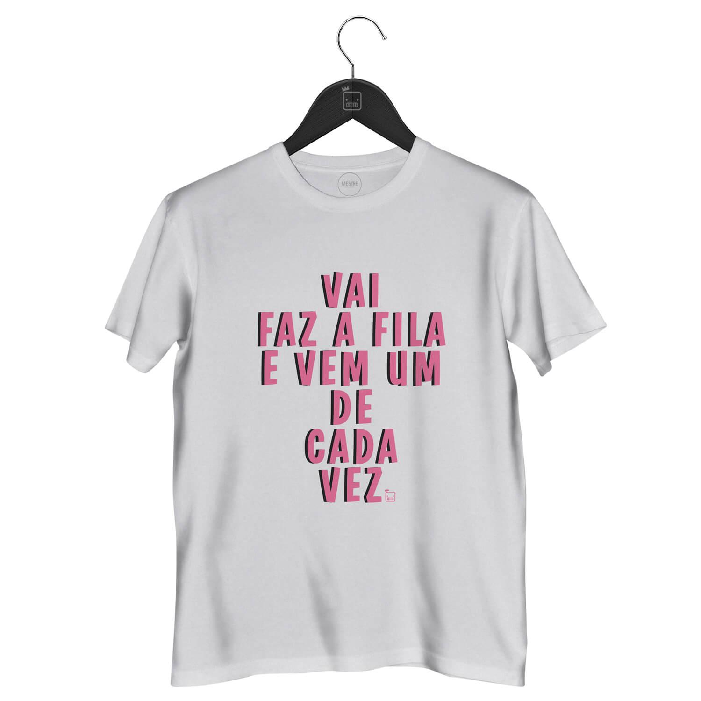 fa6bc6ef56 Camiseta-Vai-Faz-A-Fila-E-Vem-Um- ...
