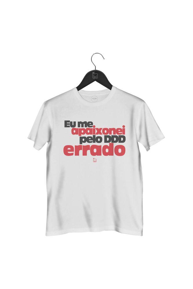 camiseta-eu-me-apaixonei-pelo-ddd-errado-masculina-branca